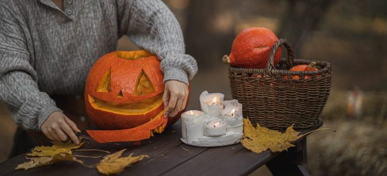 Making jack-o-lantern as one of fall activities in Woodbridge.